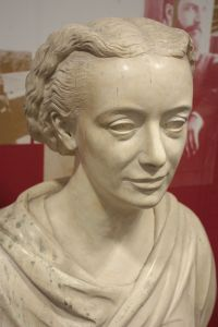 1704px-Bust_of_Amelia_Edwards,_Petrie_Museum,_University_College,_London