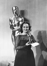Actress Beatrice Straight holding her Best Supporting Actress Oscar for the film 'Network', at the 49th Academy Awards, Los Angeles, March 28th 1977. (Photo by Frank Edwards/Fotos International/Archive Photos/Getty Images)